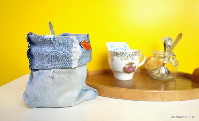 Een zakje van een oude spijkerbroek maken is niet zo ingewikkeld. Leuk voor om een plant of om een potje. Suzanne legt stap voor stap uit hoe je het maakt.