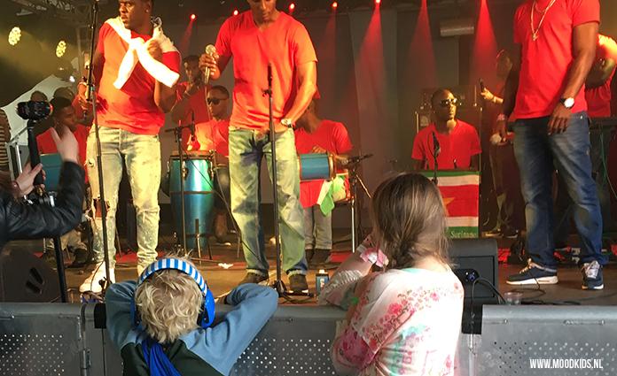 Hier vind je ons handige overzicht leuke festivals met kinderen 2017. Kindvriendelijke festivals die je met je gezin bezoekt. Kinderen blij, wij blij! ;)