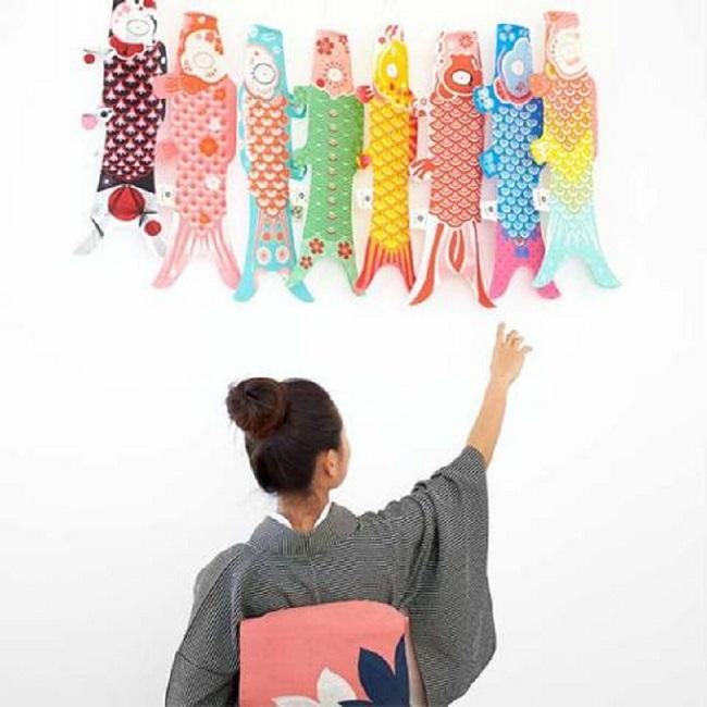 Sinds kort zijn de prachtige, kleurrijke karpervlaggen van het Franse merk Madame Mo terug in de collectie van webshop Roppongi.