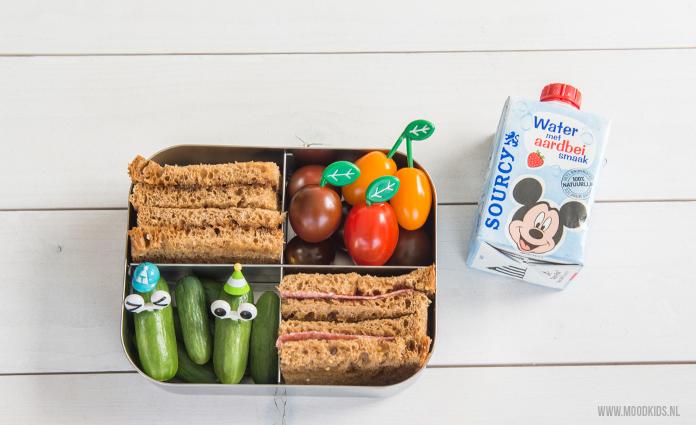 Is jouw kind niet zo dol op water drinken. Probeer dan Sourcy Water met een Fruitsmaakje eens. 100% water met een lekker fruitsmaakje. Zonder suiker en zoetstoffen.
