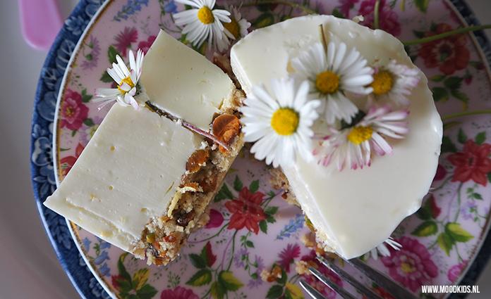 Jasmijn bedacht citroen kwarktaartjes met Madeliefjes. Die kun je namelijk gewoon eten! De taartjes zijn gluten- en suikervrij. Het recept vind je hier.