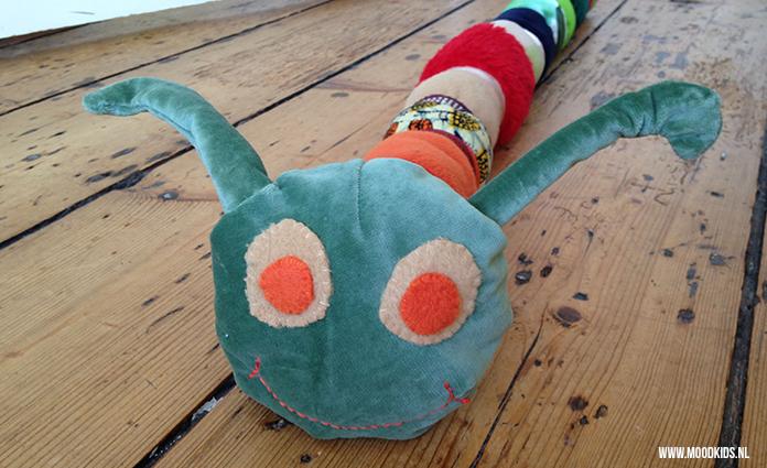 Deze DIY Ronny de Rups helpt kinderen met het verwerken van verlies. De rups maak je van verschillende materialen en is een metafoor voor het leven.