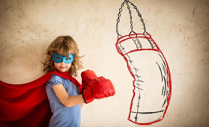 Het is belangrijk dat kinderen weerbaarheid opbouwen. Kindercoach Charlotte geeft aan de hand van het boek Speelkind handige tips en tricks.