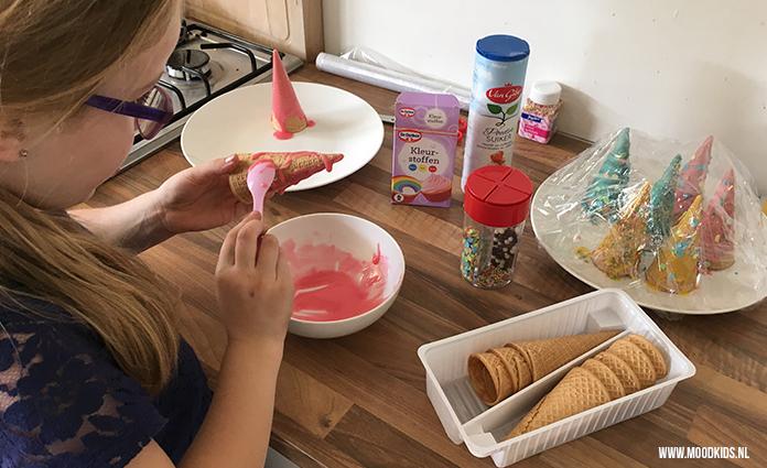 Jasmijns dochters wil graag een My Little Pony kinderfeestje.Jasmijn bedacht daarom deze leuke eenhoorn traktatie die helemaal in het thema past.