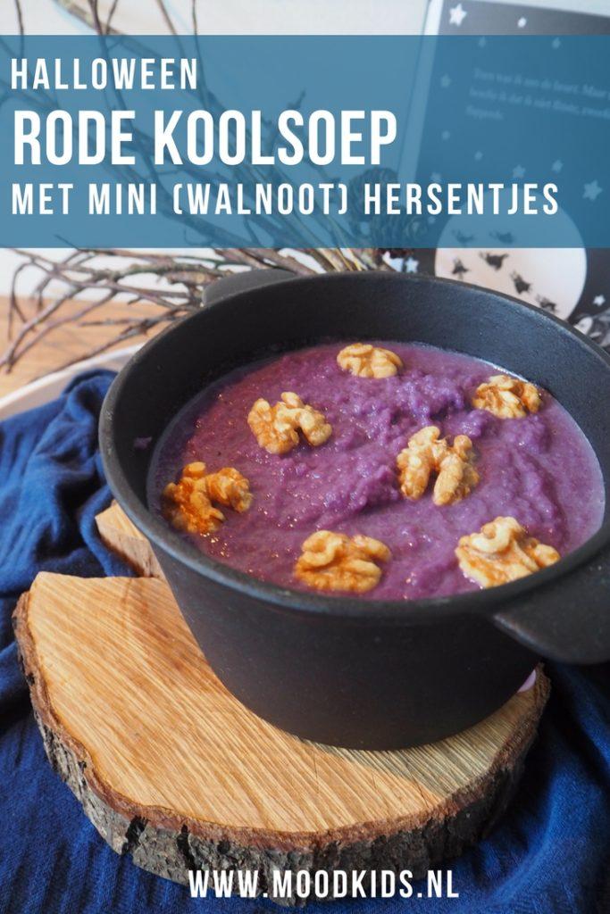 Soms ontstaan hier spontaan de meest leuke en lekkere recepten. Zoals deze rode kool soep, die we natuurlijk meteen omdoopten tot paarse heksensoep. Je vindt het recept hier.
