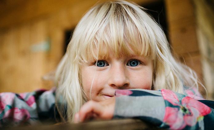 Suzanne's dochter is een temperamentvolle meid. Ze heeft een sterke eigen wil en bepaalt vaak de sfeer. Suzanne ontdekte: samenwerken met pittig kind loont.