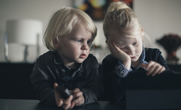 In de kerstvakantie was ik ziek. De iPad bood daarom vaak een uitkomst om de kinderen even bezig te houden. Toen ik weer beter was, was het al te laat. De kinderen waren verslaafde zombies geworden. Verslaafd aan de unboxing video. Nutteloze filmpjes van meisjes of volwassenen die dingen uitpakken. Lees en huiver.