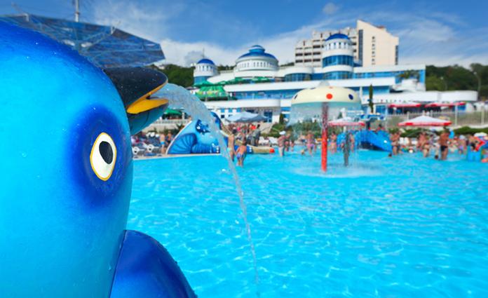 Het is bijna zover. Met het aanbreken van de zomervakantie, is het weer tijd om op vakantie te gaan. Maar op vakantie met kinderen is wel anders..