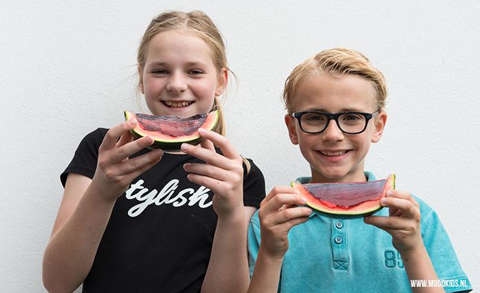 Job is groot fan van jelly. Brenda vulde voor hem een watermeloen met jelly. Snijd vervolgens in parten. Ziet er tof uit en de kids vonden het geweldig!