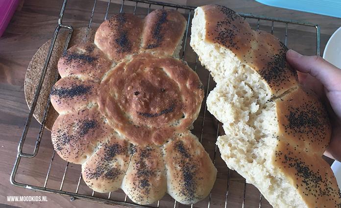asmijn deelt haar recept voor een heerlijk, luchtig, zacht bloemenbrood. Leuk om mee te nemen naar die ene picknick of om mee te stralen op een feestje.
