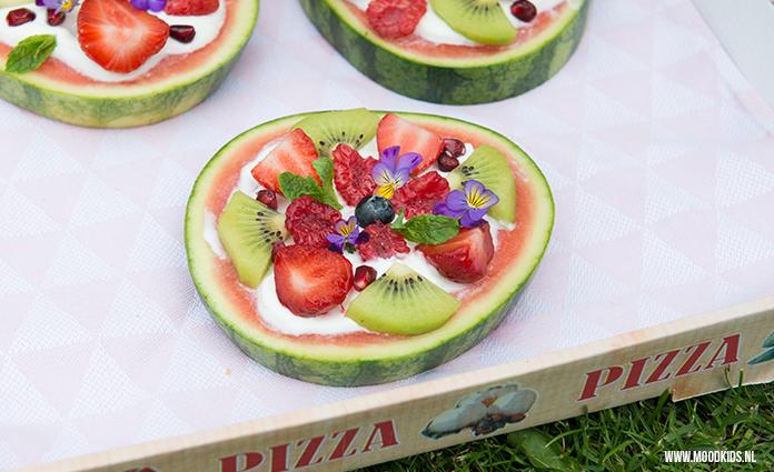 Watermeloen pizza: lekker, makkelijk en gezond. Zo maakten wij van MoodKids de meloenpizza. #meloen #pizza
