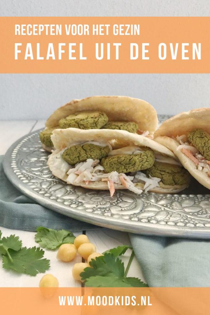 Zelf falafel maken is echt niet moeilijk en lekker voor een 'vlees-vrije' dag. Zelfs mijn carnivoren thuis genieten ervan. Bekijk het recept hier.