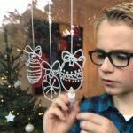 Ik wens je een vrolijke kerst… ballen raamtekening