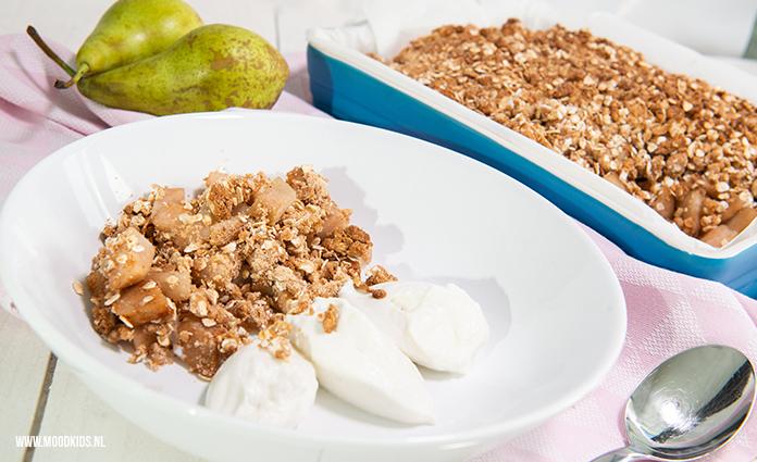 Een ontbijt met havermout verzadigt goed, omdat het o.a. je glucose op peil houdt. Dit recept van peer havermout crumble is ook nog eens heerlijk!
