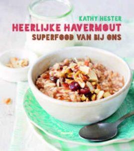 In het boek Heerlijke Havermout van Kathy Kester staan een hoop leuke en echt originele recepten waar havermout in verwerkt wordt. Naast de ontbijt en smoothie varianten met havermout staan er ook recepten in voor soepen, stoofpotjes en risotto.