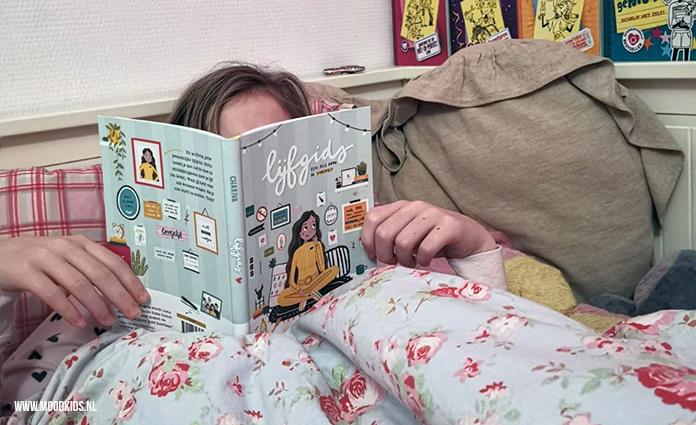 Ben je op zoek naar een boek over puberteit voor je dochter? Lijfgids is een aanrader voor meiden vanaf 10 jaar. Met heldere uitleg en leuke illustraties.