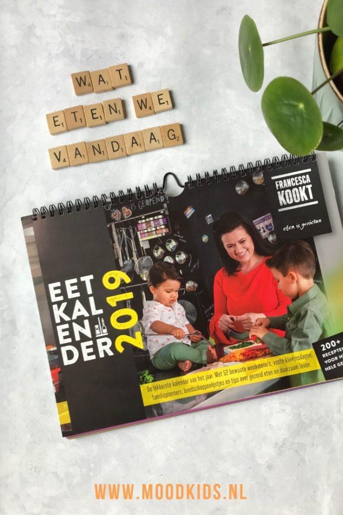 De Eetkalender 2019 is een kalender vol inspiratie met recepten voor doordeweekse maaltijden. Voor iedereen die zich ook afvraagt wat je nu weer moet koken.