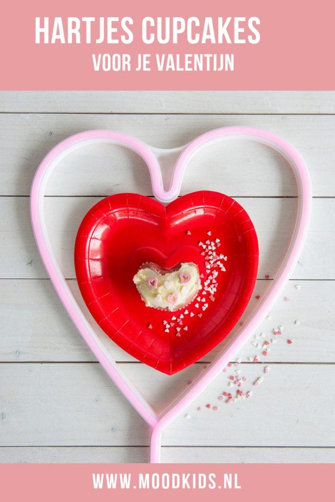 Mijn dochter is dol op red velvet cupcakes. Ik spotte deze mix bij de Jumbo en besloot daar hartjes cupcakes van te maken. Met deze tip heel erg makkelijk!