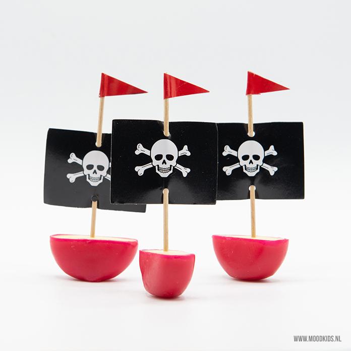 traktatie piraten bootjes babybel trakteren