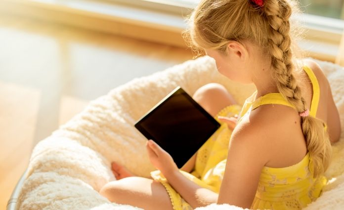 Tegenwoordig zijn er steeds meer beeldschermen in huis en die hebben vaak aantrekkingskracht op kinderen. Waar leg je de grens quabeeldschermtijd?