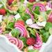 Kleurrijke salade met chioggia biet, framboos, geitenkaas & walnoot